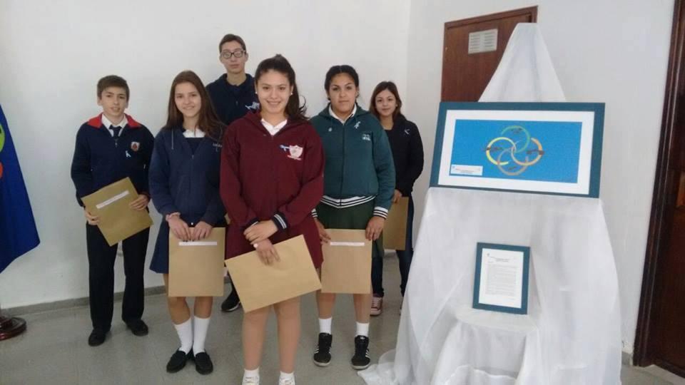 Los alumnos que acompañarán la bandera de Oliva