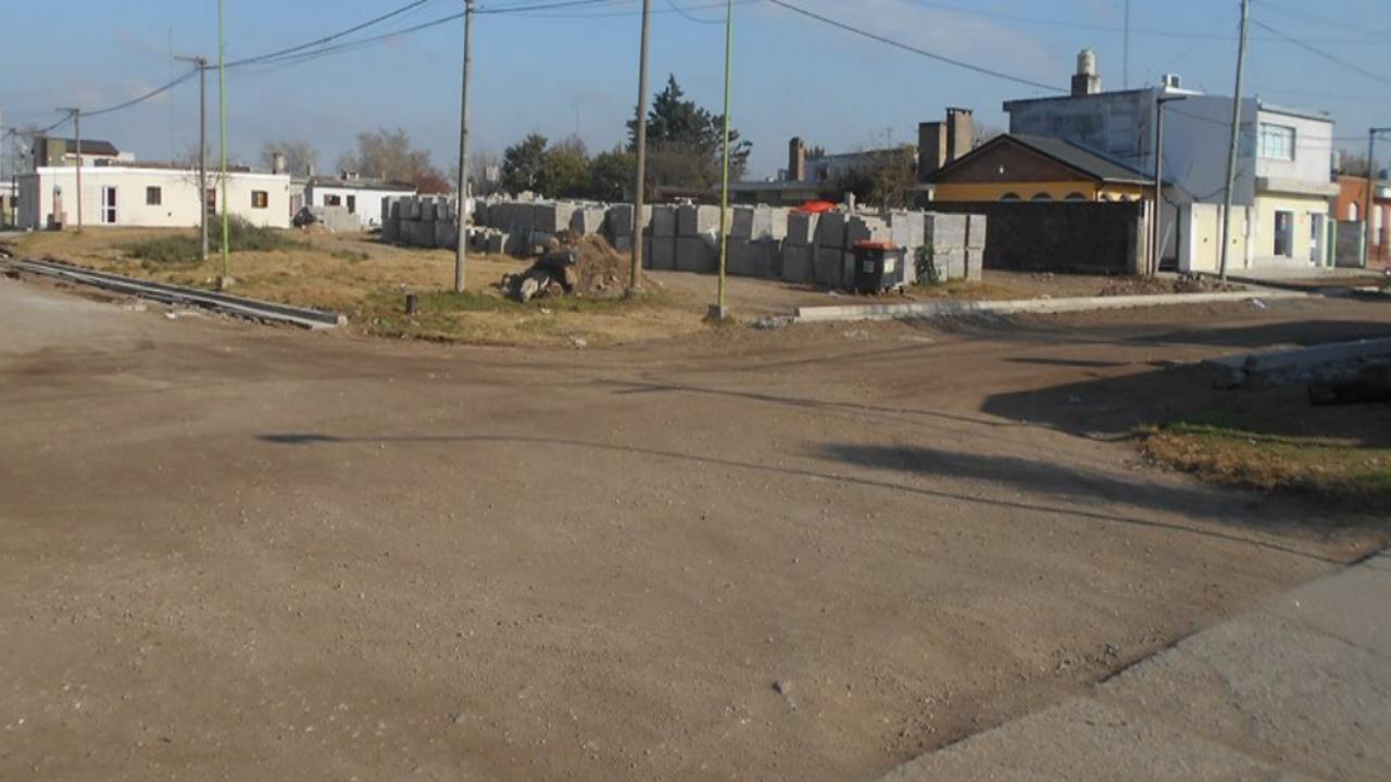 Cordón cuneta en calle Mendoza y Turquía