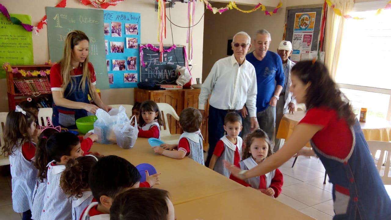 """Encuentro entre niños y abuelos del Hogar de Día """"Santa Rita"""""""