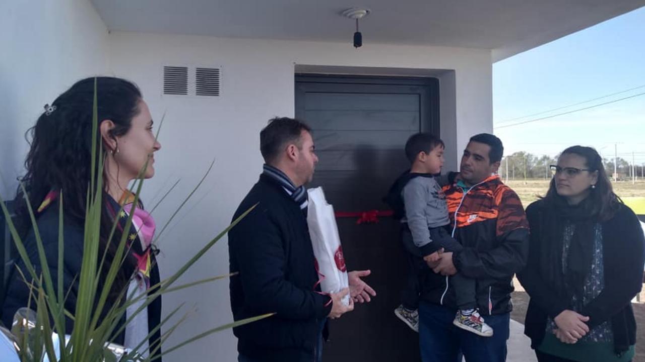 77 viviendas entregadas por la Municipalidad de Oliva